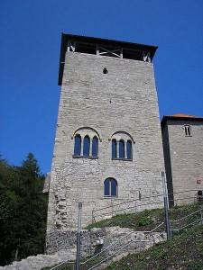 Titel: Burg Normannstein - Viereckturm Foto: Michael Sander Original-Datei: Turm1 Burg Treffurt Lizenz: creativecommons.org/licenses/by-sa/3.0/deed.de (Quelle: Wikipedia)