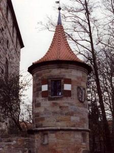 Titel: Wenzelschloss (Burg Lauf), Rundturm an der Ostseite Foto: Rainer Kunze Original-Datei: Wenzelschloss (Burg Lauf), Rundturm an der Ostseite Lizenz: creativecommons.org/licenses/by-sa/3.0/deed.de (Quelle: Wikipedia)