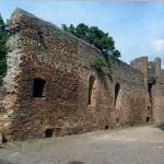 Burg Rockenberg - Inneres der Umfassungsmauer