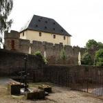 Burg Rockenberg - Umfassungsmauer mit Wohnturm