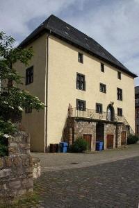 Burg Rockenberg Titel: Rockenburg - Wohnturm aus dem 14. Jahrhundert Foto: Rainer Kunze Original-Datei: Rockenburg - Wohnturm aus dem 14. Jahrhundert Lizenz: creativecommons.org/licenses/by-sa/3.0/legalcode (Quelle: Wikipedia)