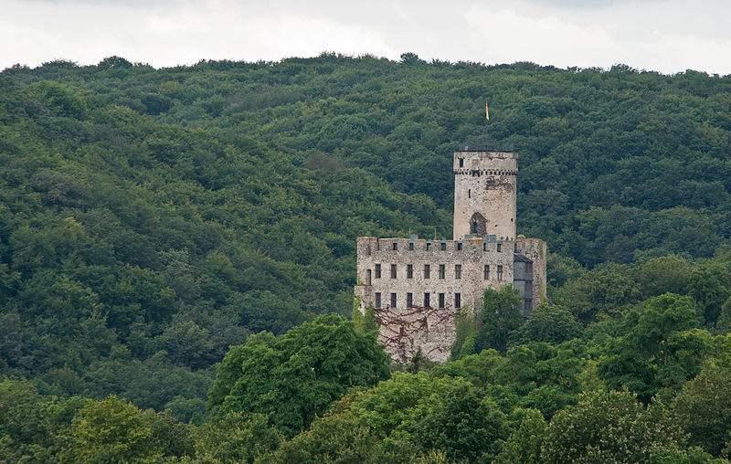 Burg Pyrmont - Ostseite