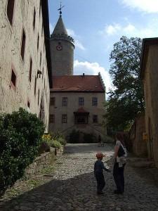 Leuchtenburg - Innenhof (Quelle: Wikipedia)