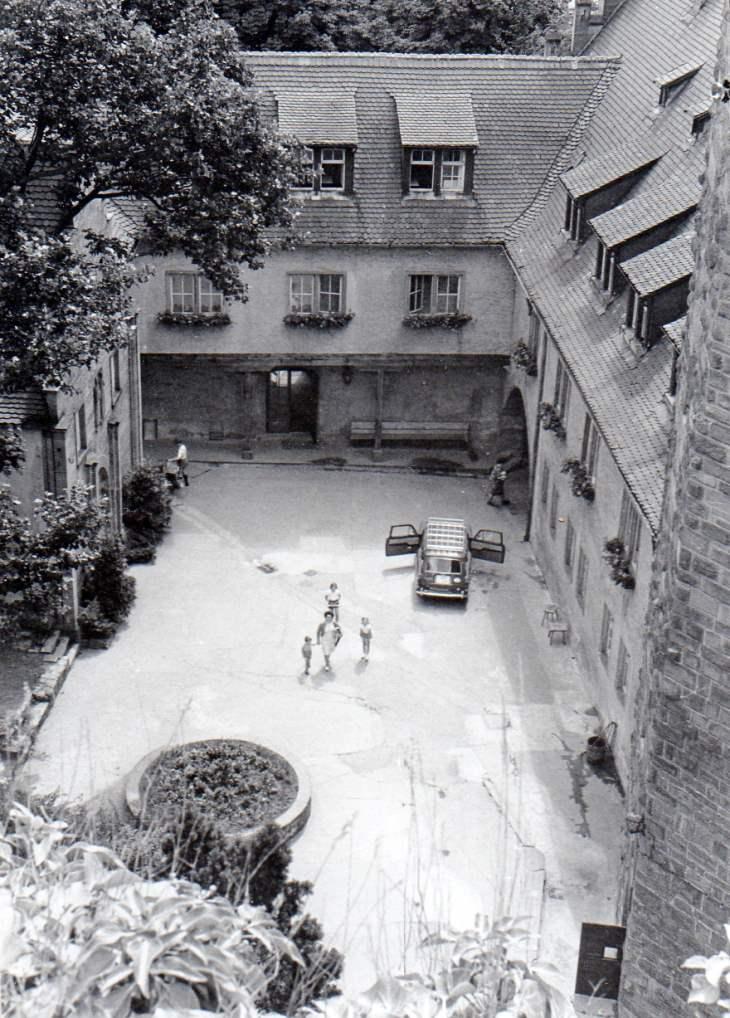 Burg Rieneck - Innenhof um 1965