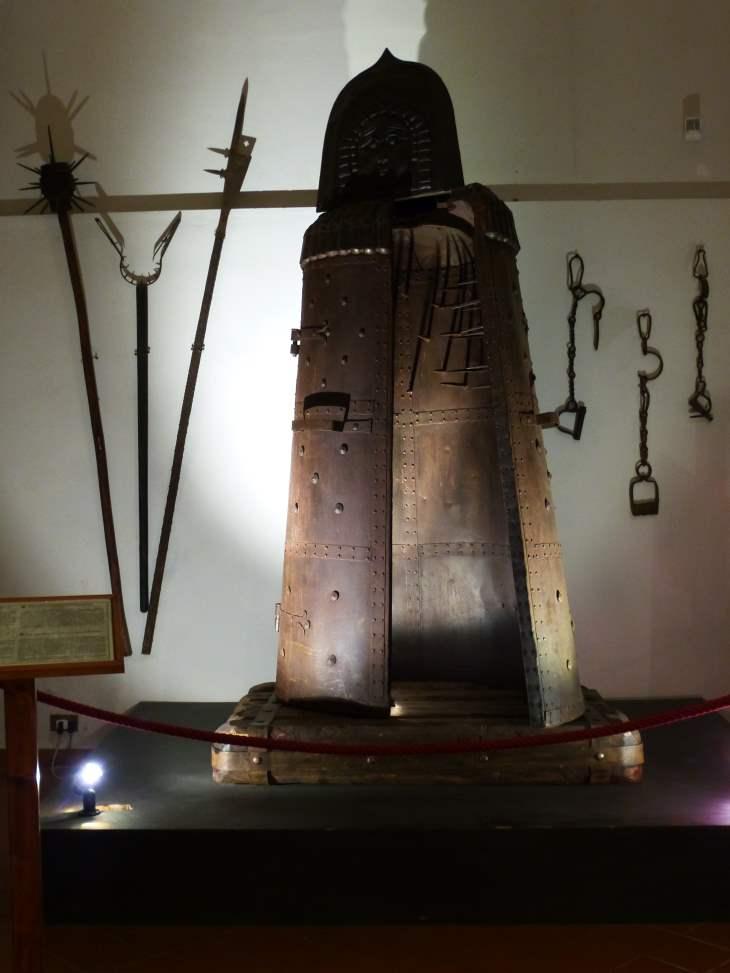 Eiserne Jungfrau im Museo de Tortura in Volterra / Italien
