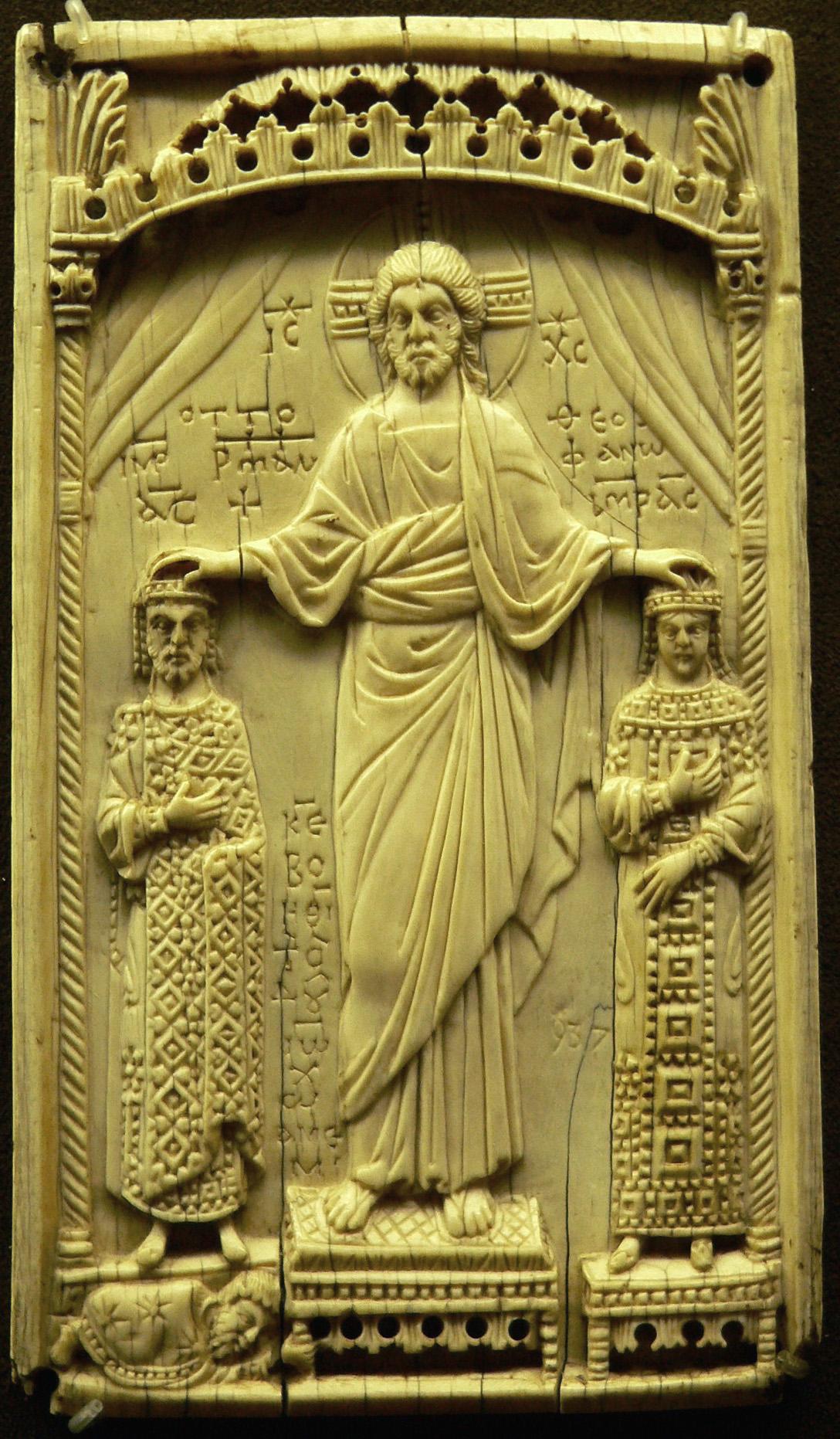 Krönung von Otto II. und Theophanu (Elfenbein; byzantinisch; photographiert von Clio20; Quelle: wikipedia.de)