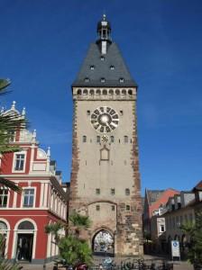 Beispiel für eine Turmuhr Altpörtel - westliches Stadttor der Stadt Speyer Baubeginn etwa 1230 Quelle: Wikipedia