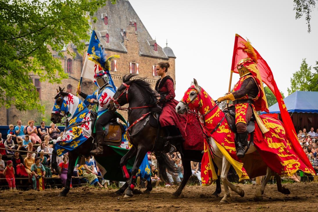 35. Ritterfestspiele auf Burg Satzvey an Pfingsten in Mechernich – 2015